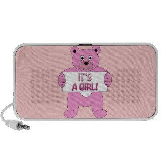 Es un oso del rosa del chica altavoces de viajar