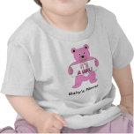 Es un oso del rosa del chica camisetas