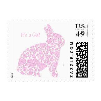 Es un sello de la invitación del conejito del rosa