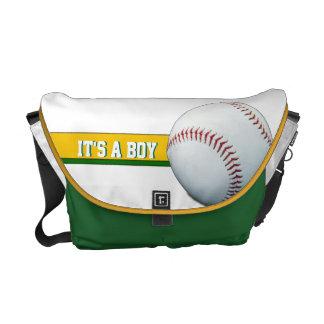 Es una bolsa de pañales verde adaptable del béisbo bolsas messenger