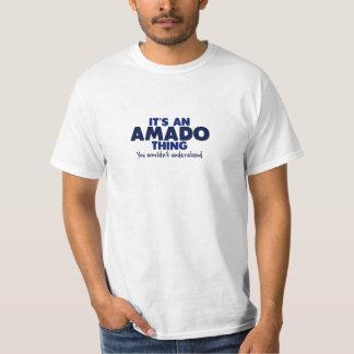 Es una camiseta del apellido de la cosa de Amado Camisas