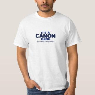 Es una camiseta del apellido de la cosa de Canon