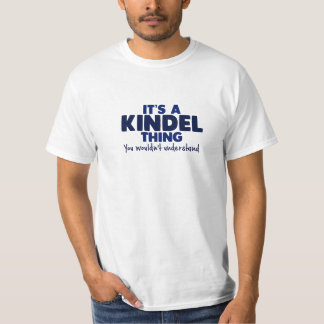 Es una camiseta del apellido de la cosa de Kindel