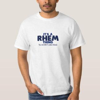 Es una camiseta del apellido de la cosa de Rhem