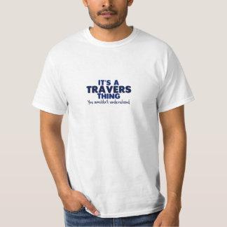 Es una camiseta del apellido de la cosa de Travers Camisas