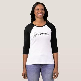 Es 'una camiseta del raglán de la cosa de Ducer Playera