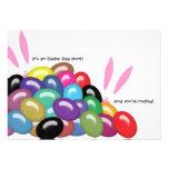 Es una caza del huevo de Pascua y le invitan invit Invitacion Personalizada