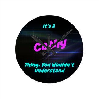 Es una cosa de Cathy. ¡Usted no entendería! Reloj Redondo Mediano