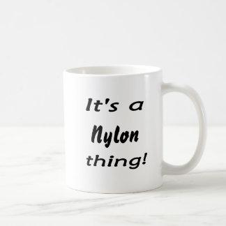 ¡Es una cosa de nylon! Taza Básica Blanca