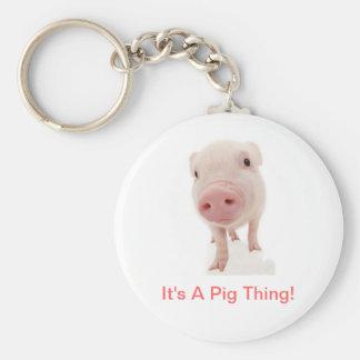 Es una cosa del cerdo llavero redondo tipo pin