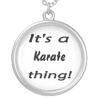 ¡Es una cosa del karate! Pendientes