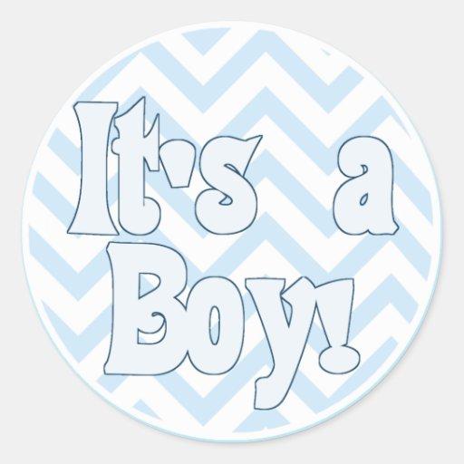 Es una invitación azul del zigzag del muchacho pegatina redonda