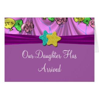 Es una invitación cubierta chica de los globos felicitacion