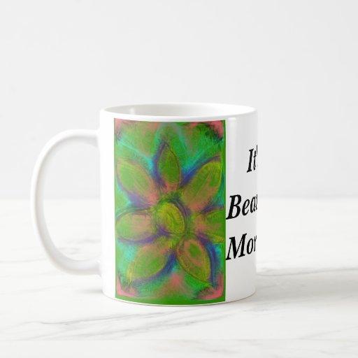 Es una taza hermosa de Coffe de la mañana