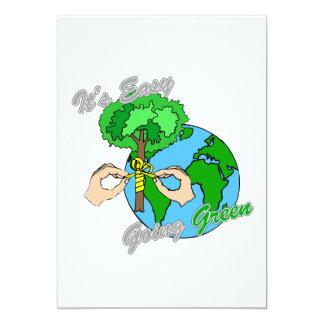 """Es verde tolerante recuerda los árboles 2 invitación 5"""" x 7"""""""