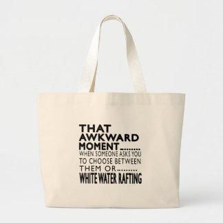 Esa agua blanca del momento torpe que transporta bolsas