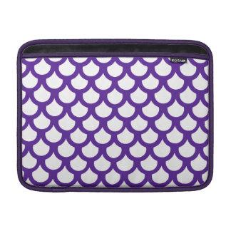 Escala de pescados de la púrpura real 1 fundas MacBook
