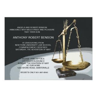 Escala del oro de la justicia graduación Invit de Invitación Personalizada