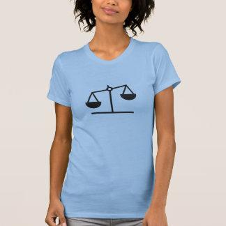 Escala del peso y de la balanza camiseta