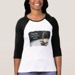 Escala legal del oro de la camiseta de la justicia
