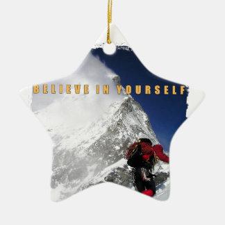 Escalador de montaña de motivación adorno navideño de cerámica en forma de estrella