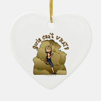 Escalador de roca ligero del chica adorno de cerámica en forma de corazón