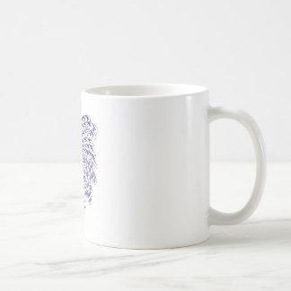 Escalas al torbellino de las plumas - púrpura taza básica blanca