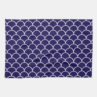 Escalas azul marino del dragón toalla de cocina