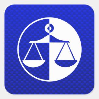 Escalas azules de la justicia pegatina cuadradas personalizada