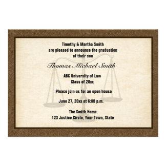Escalas de la justicia Brown Annoucement graduad Invitaciones Personales