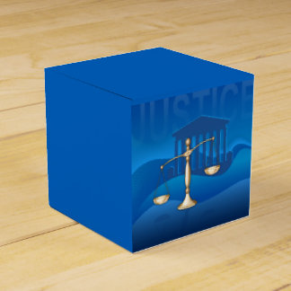 Escalas de la justicia cajas para regalos
