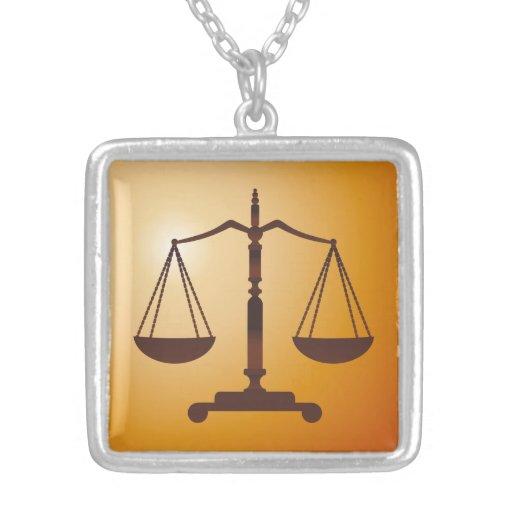 Escalas de la justicia - collar único
