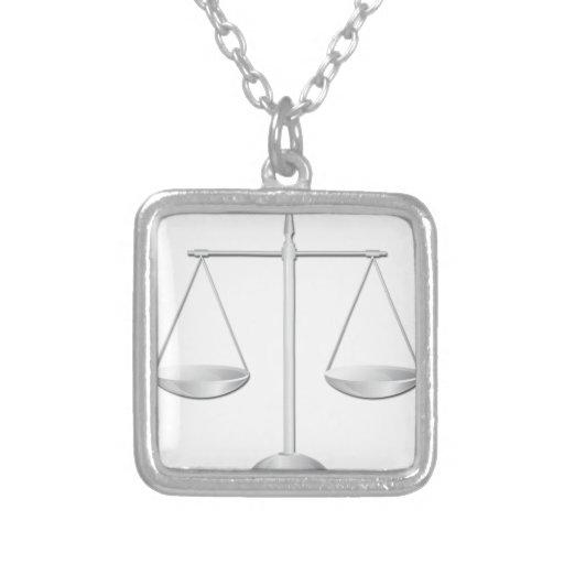 Escalas de la justicia grimpolas
