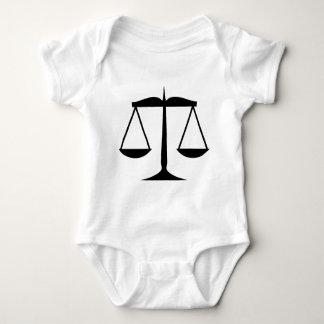 Escalas de la justicia (ley) body para bebé