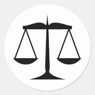 Escalas de la justicia (ley) pegatinas redondas