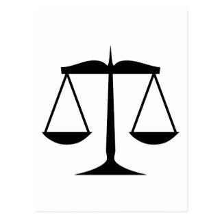 Escalas de la justicia (ley) tarjetas postales