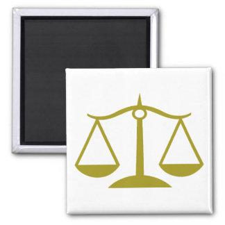 Escalas de la justicia - oro imán cuadrado