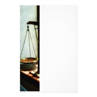 Escalas de la justicia papeleria