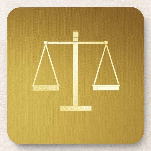 Escalas de la justicia posavasos de bebida