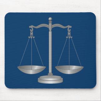 Escalas de la justicia alfombrillas de ratón