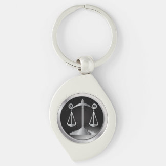 Escalas de la ley de la justicia el | llavero plateado en forma de espiral