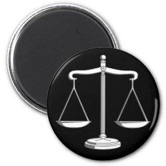 Escalas de la obra clásica de la justicia el | imán redondo 5 cm