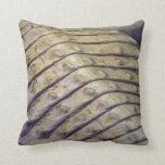 escalas de la parte posterior del cocodrilo del al almohadas