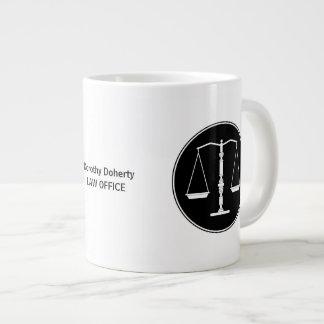 Escalas de la taza de la justicia taza grande