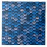 Escalas de pescados azules brillantes iridiscentes azulejo cuadrado grande