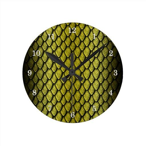 Escalas del dragón del oro reloj redondo mediano