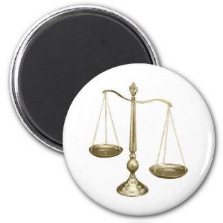 escalas del oro de la justicia imán redondo 5 cm