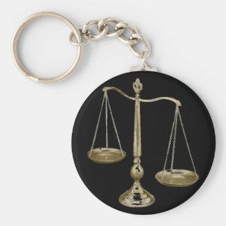 escalas del oro de la justicia llavero redondo tipo pin