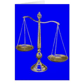 escalas del oro de la justicia tarjeta de felicitación