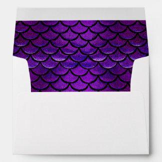 Escalas púrpuras y azules de Falln de la sirena Sobre